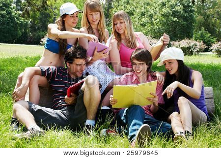 roup of college students outdoors