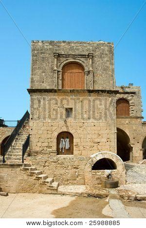 Exterior de uma casa antiga na Grécia de ilha de Chipre