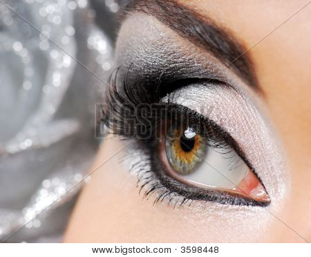 Bright And Beauty Fashion Stage Make-Up