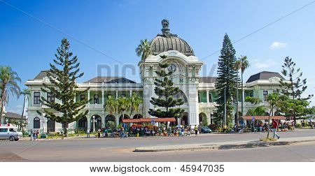 MAPUTO, MOZAMBIQUE - APRIL 29: Unidentified people on the street market near railway station in Maputo, Mozambique on April 29, 2012. The Maputo railway station is one the landmarks of the city