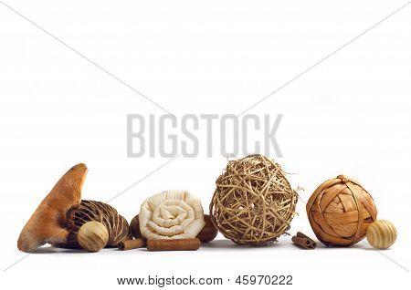 Decoration wood spheres and cinnamon sticks