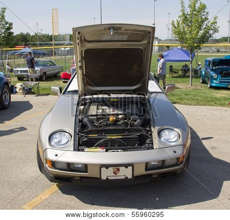 1985 Silver Porsche 928-s Front View