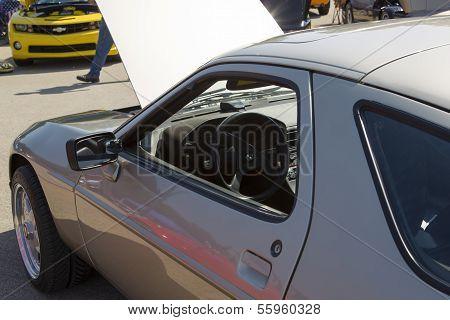 1985 Silver Porsche 928-s Interior