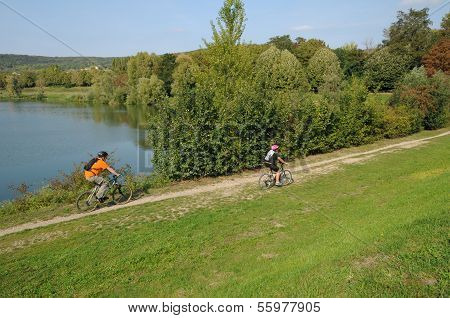 France, Etang Des Cerisaies In Vernouillet In Les Yvelines