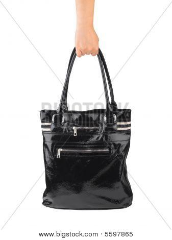 Mão de mulher com saco