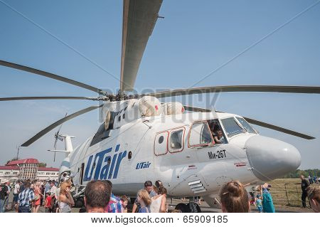 Citizen explore the MI-26T helicopter