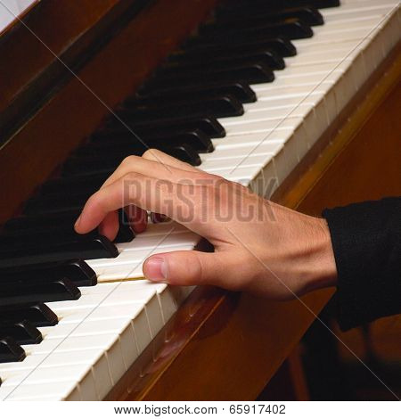 Hand Pianist