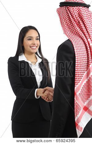 Arab Saudi Business Man And Woman Handshaking