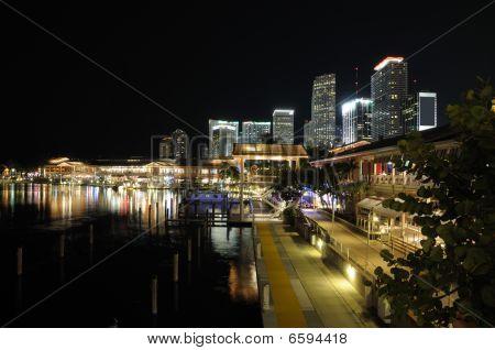 Bayside Marketplace de Miami à noite
