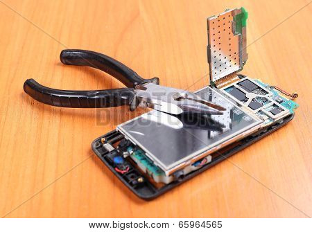 Inexpensive Repair Broken Phones