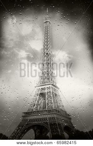 The Tour Eiffel With The Rain