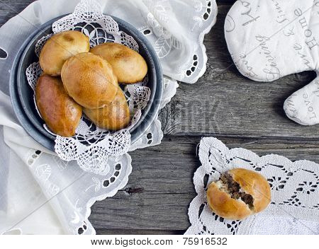 yeast buns with meat