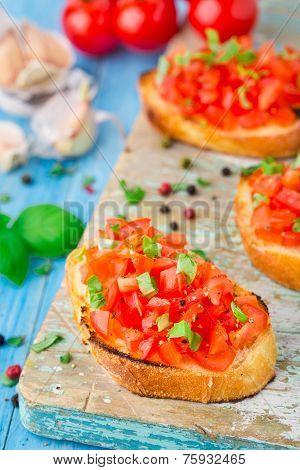 Italian tomato bruschetta with basil