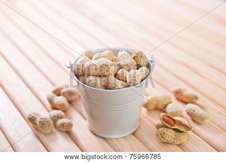 raw peanuts in shell