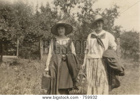 Vintage photo women in 1912