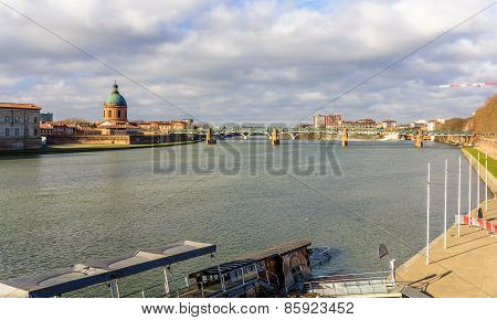 View Of The Garonne River In Toulouse - Midi-pyrenees, France