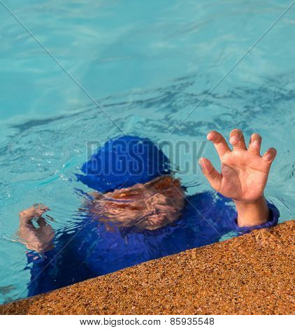 A boy drowning in the pool