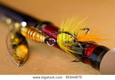 fly to tee spinner lures close-up