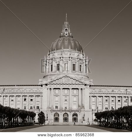 San Francisco city hall as the famous historical landmarks.