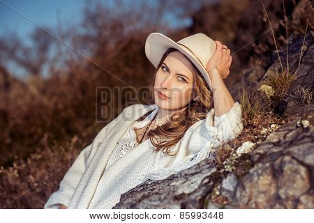 Traveler woman in the hat at nature