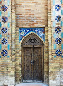 picture of samarqand  -  Carved wooden doors - JPG