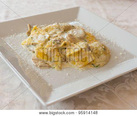 Tortelloni Cream And Mushrooms