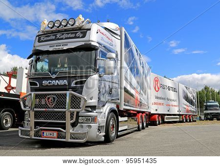 Scania R560 Combination Vehicle In A Show