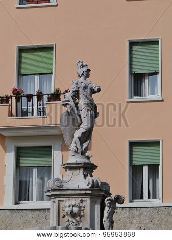 A sculpture of a Italian woman