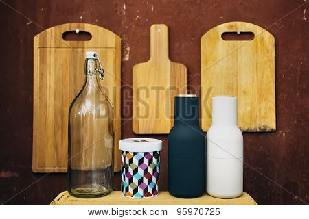 empty cutting boards