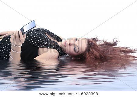 charmante Mädchen mit mobile
