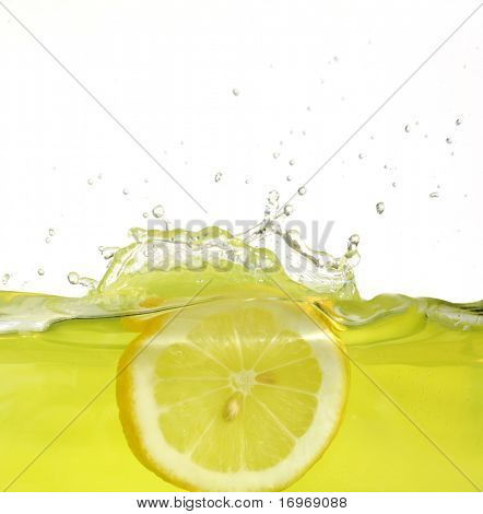 Image of lemon slice falling into juice