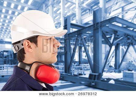 Administrador del sitio en una nave industrial
