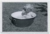 picture of washtub  - Vintage photo  - JPG