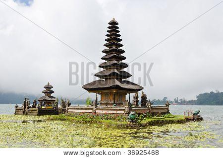 Befog Pura Ulun Danu Temple