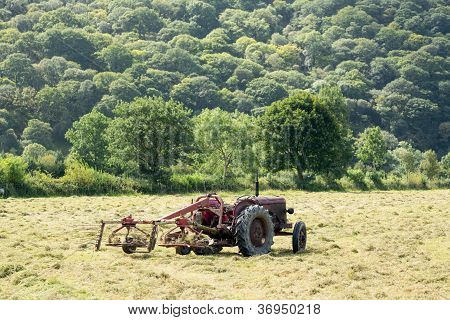 Antique Tractor And Threshing Machine