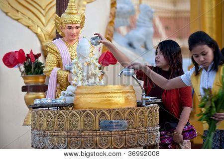Pilgrims in Shwedagon, Myanmar