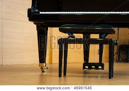 piano de cola negro