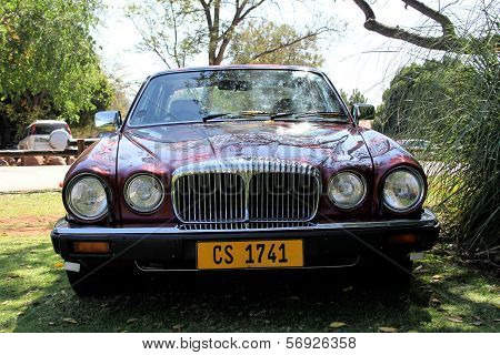 1984 Daimler Double Six Series Iii V12 Saloon Front View