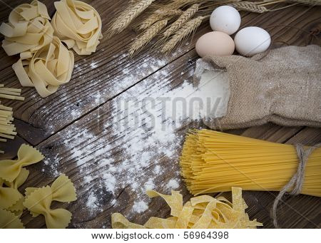 Assorted of pasta on wooden background