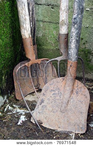 Shovel and hay fork