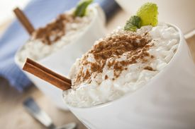 image of sprinkling  - Creamy rice pudding sprinkled with cinnamon and lemon