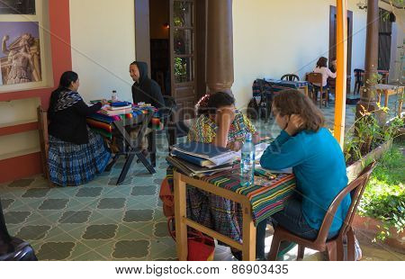 students learnning Spanish in Guatemala