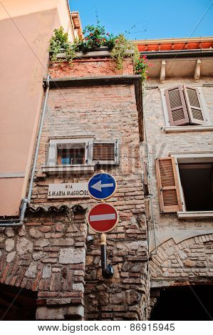 SIRMIONE, ITALY - 4 JULY 2014: street view with road signs and old house details