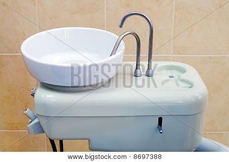 Spit sink