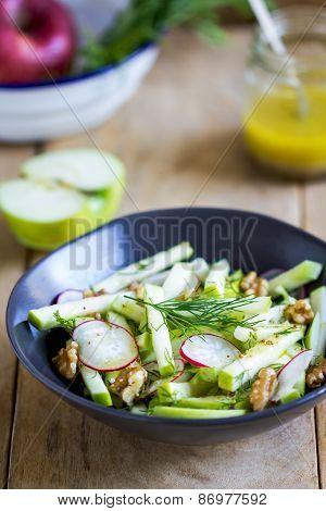 Apple With Walnut Salad