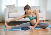 picture of stretch  - pregnancy - JPG