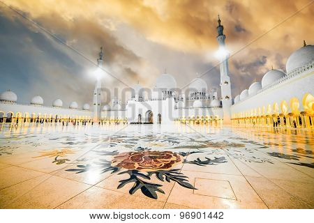 The courtyard of Sheikh Zayed Grand Mosque in Abu Dhabi at sunset
