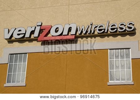 JaCKSONVILLE, FLORIDA, USA - JULY 25, 2015: A Verizon Wireless store sign. As of April 2015, Verizon Wireless provided wireless services to 133.5 million subscribers.