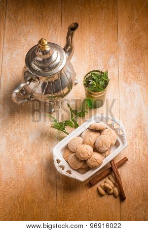 cinnamon and almonds cookie