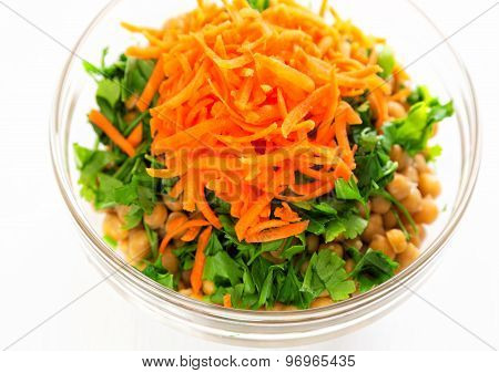 Salad With Chickpeas, Bulgur And Carrots